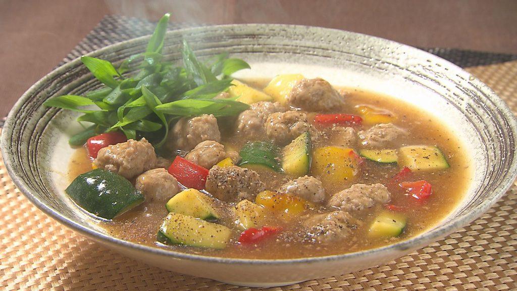鶏団子と彩り野菜のにんにく煮