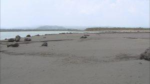 火山灰が降り積もった海岸
