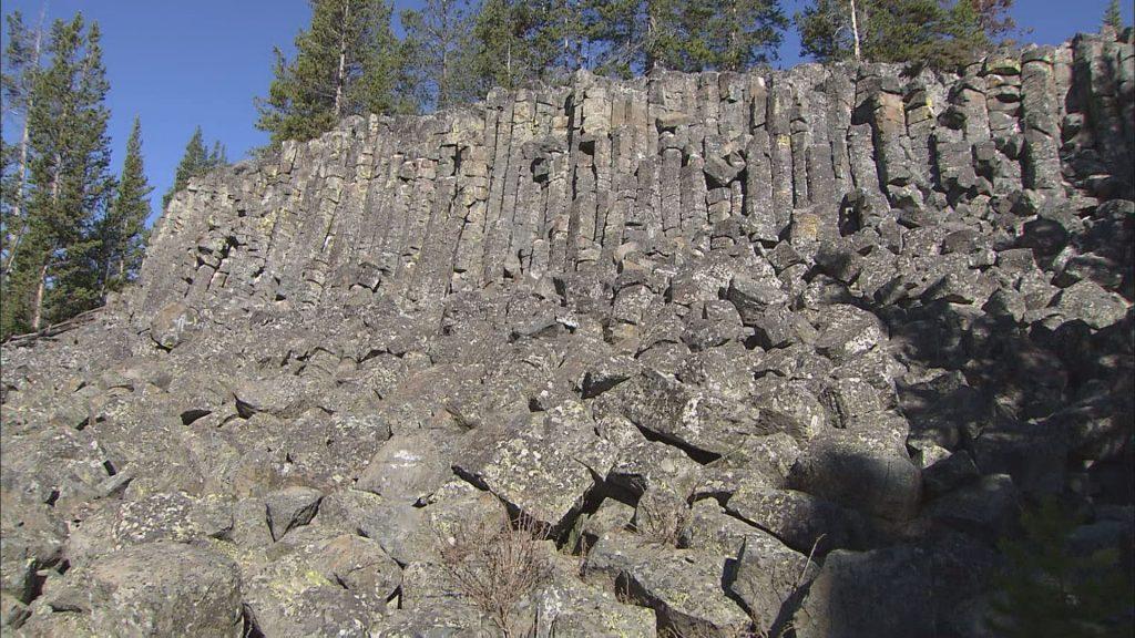 火山活動による岩場