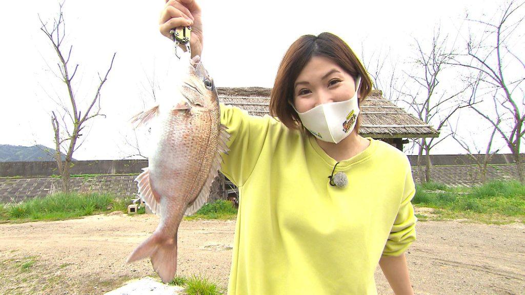 真鯛を釣った中原衣美リポーター