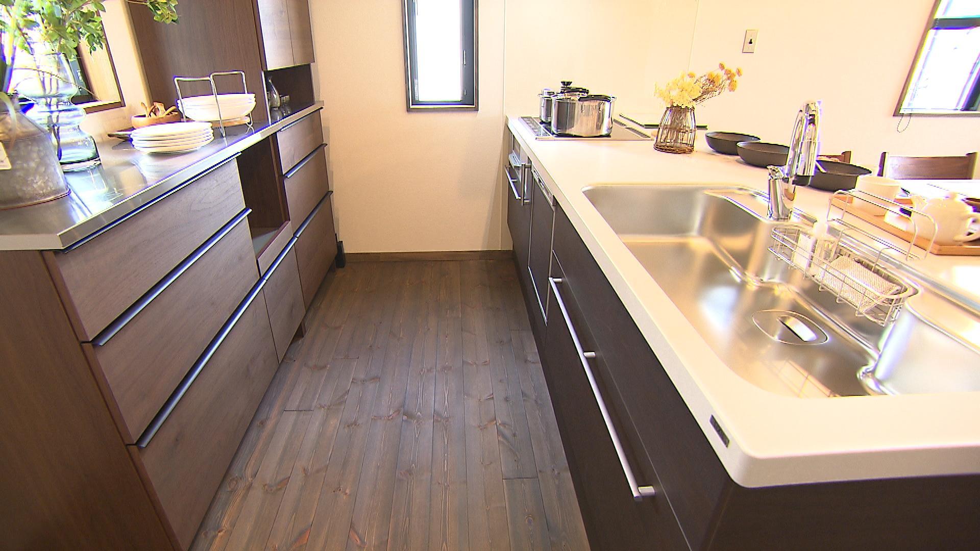 スペースゆったりのキッチン