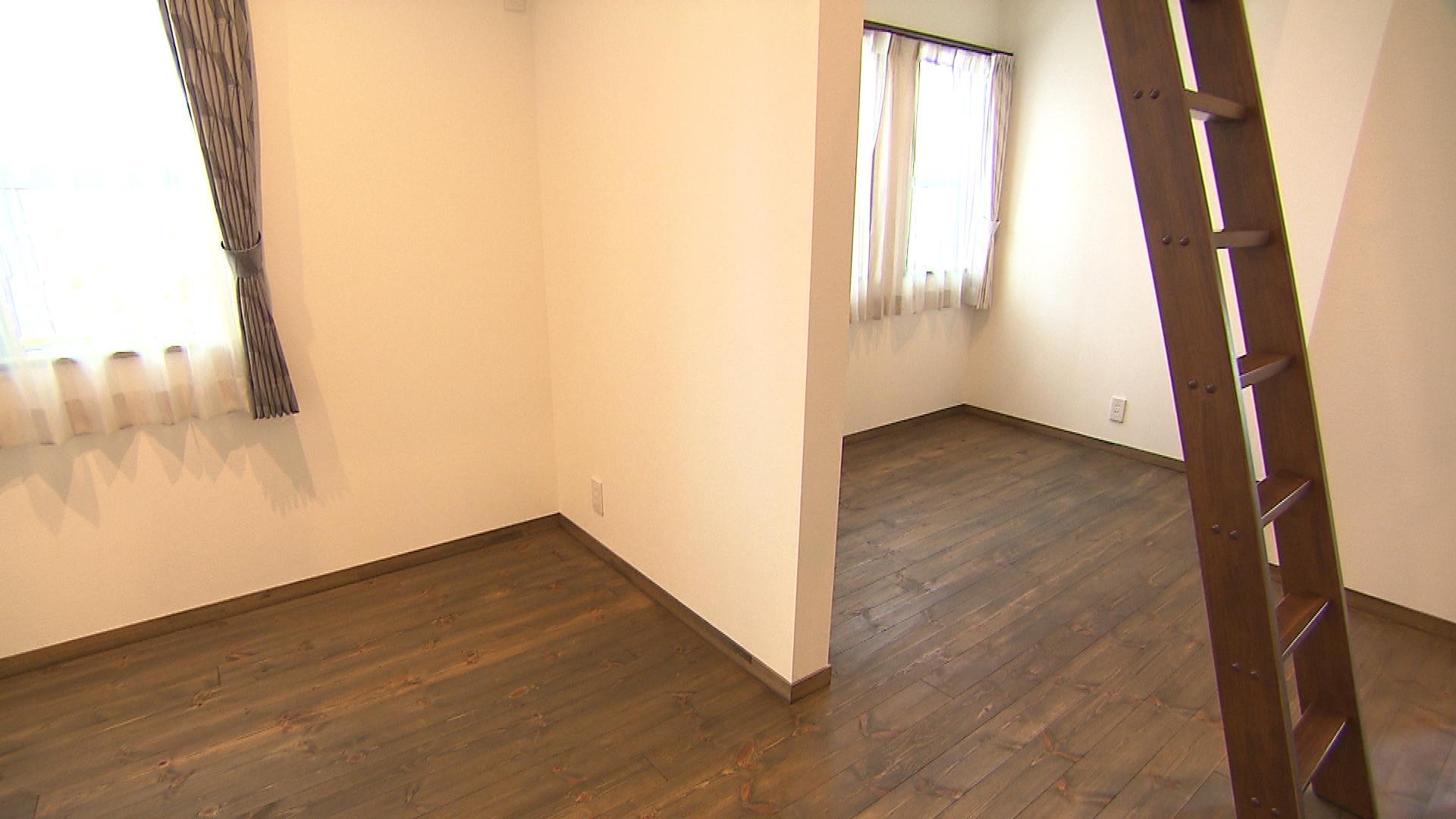 ロフトが設置してある洋室