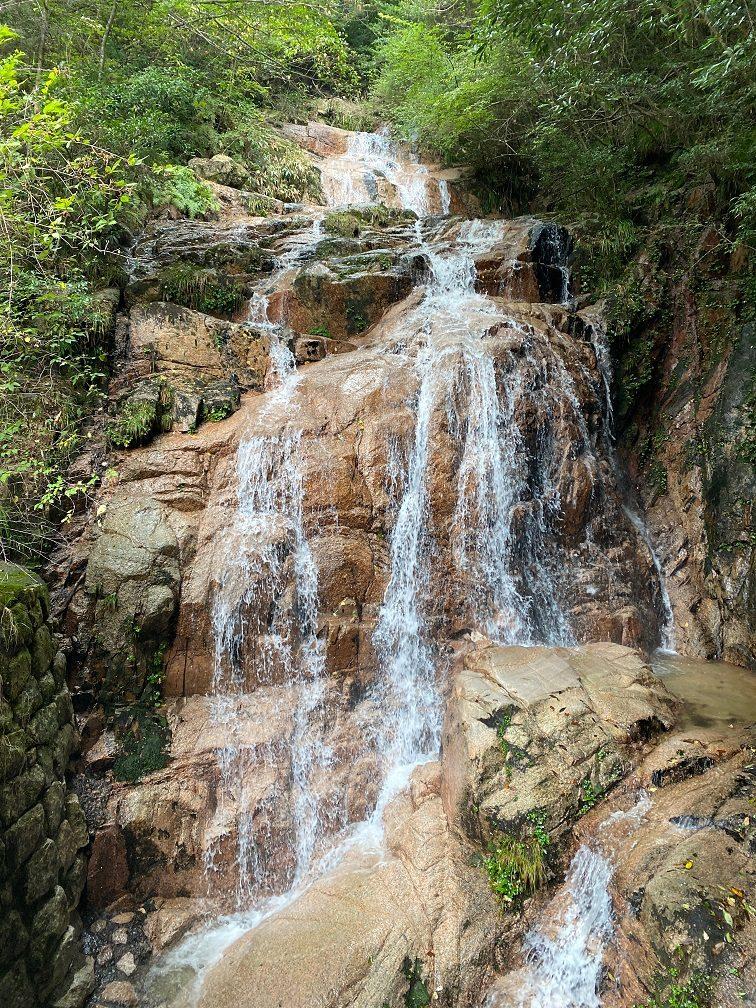 五段返しの滝。落差もあり見ごたえ十分