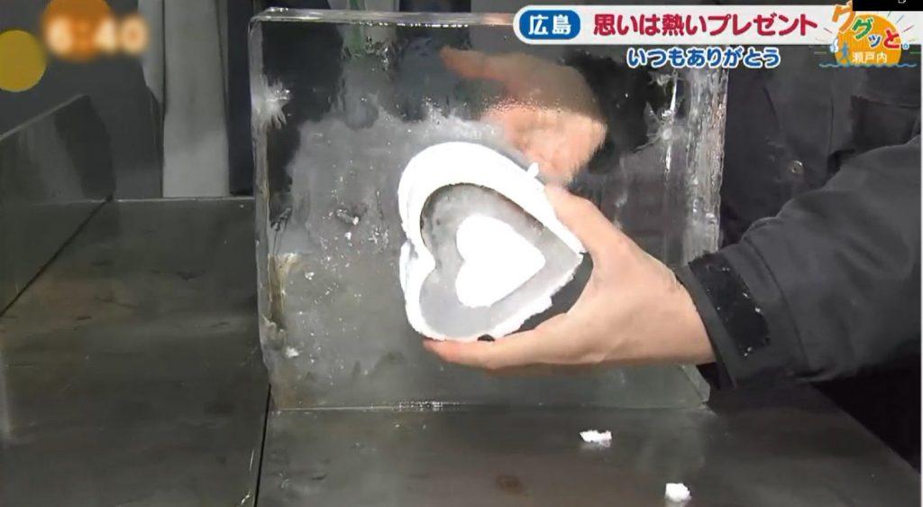 氷のハート型グラス
