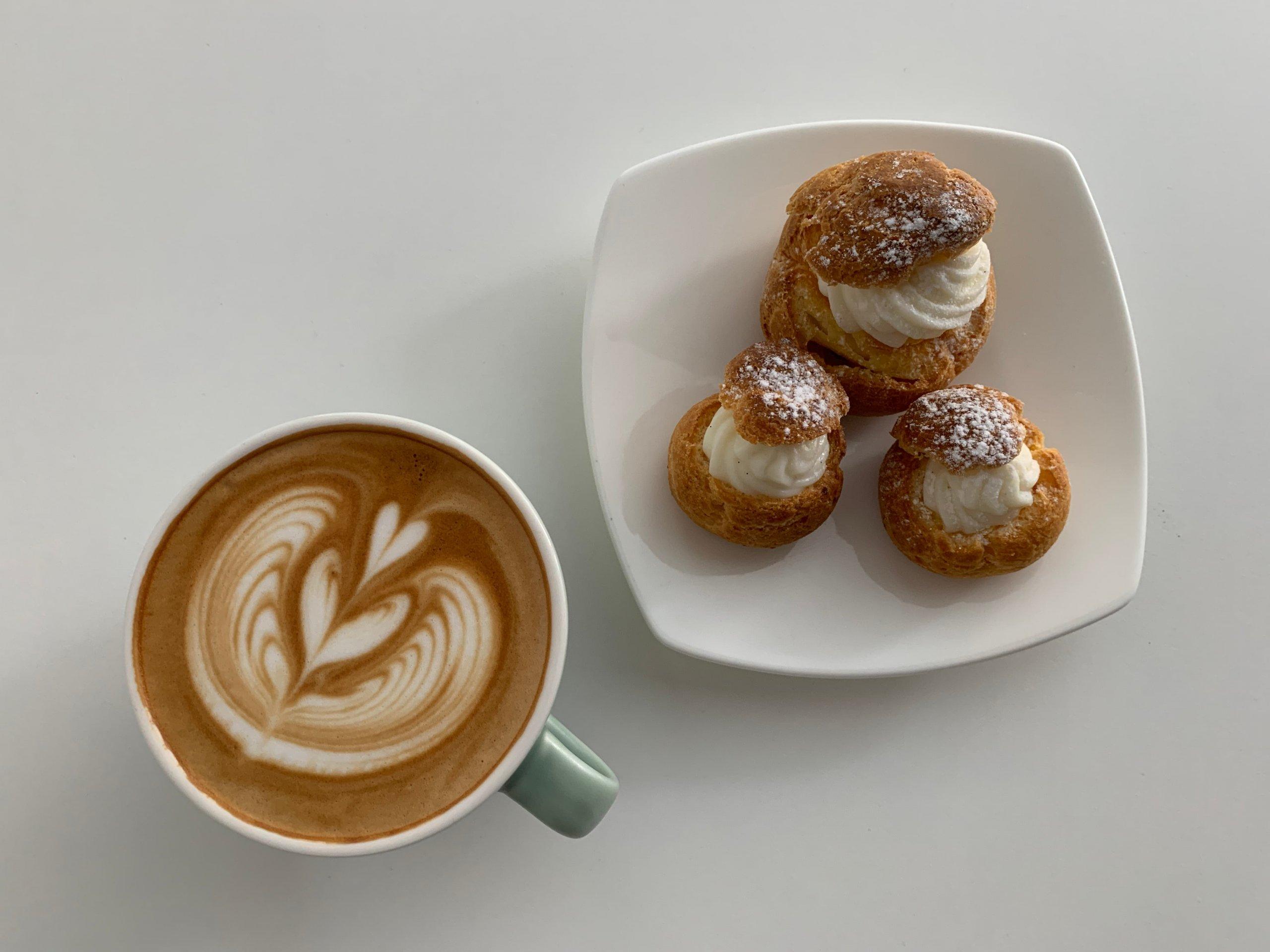コーヒーと「天使のシュークリーム」