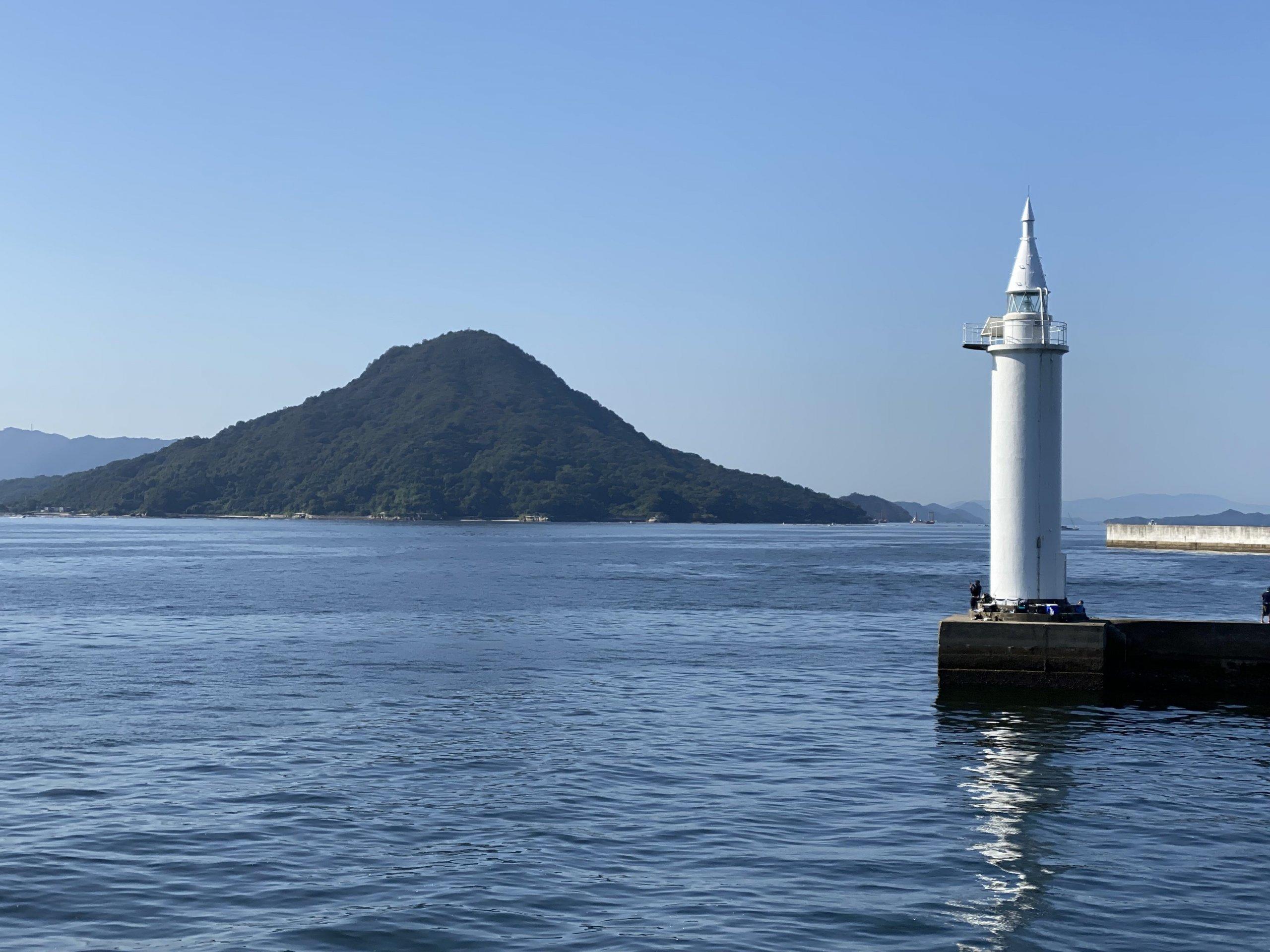 広島港から見た似島・安芸小富士