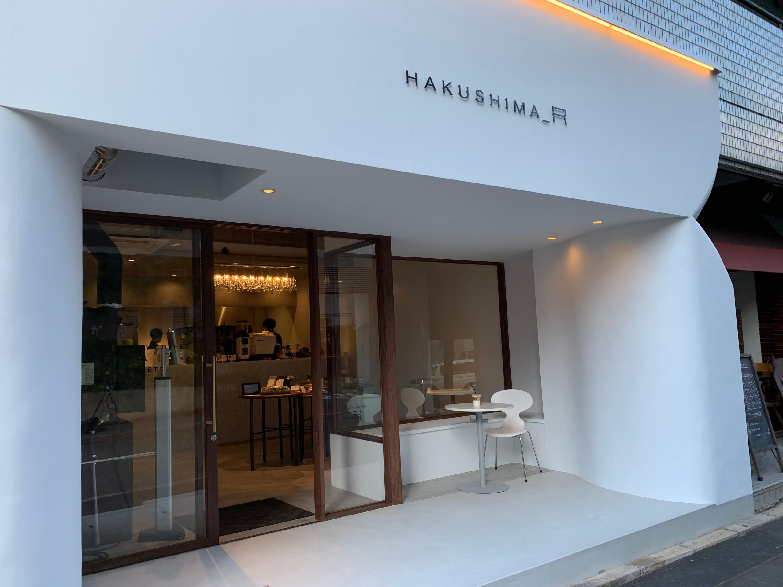 コーヒーとスイーツ&デリカのテイクアウト店「HAKUSHIMA_R」