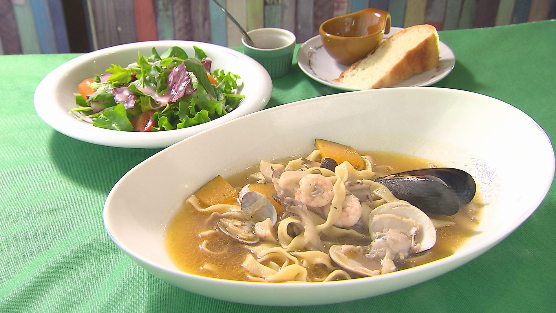 海の幸とキノコ お野菜のコンソメ味のスープパスタ(1,000円)