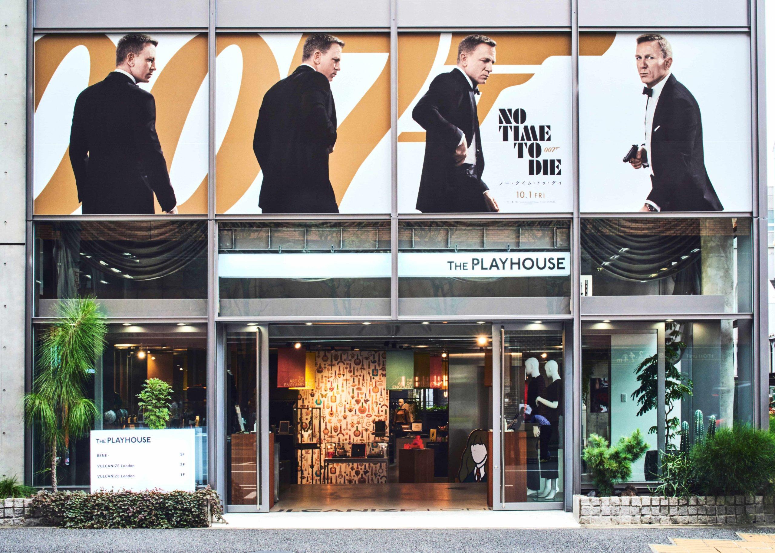 『007/ノー・タイム・トゥ・ダイ』のスペシャルラッピングが施された「ヴァルカナイズ・ロンドン @ ザ・プレイハウス」